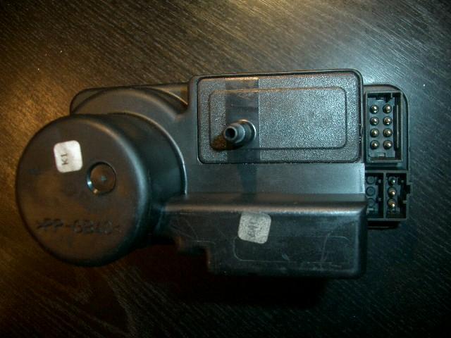 Куплю вакуумные насосы центрального замка, марки HELLA, любые по 500р, можно нерабочие, например вот такие.